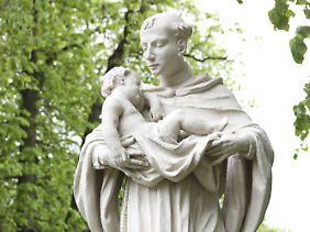 Der Heilige Antonius von Padua wird oft mit dem Jesuskind im Arm dargestellt, das ihm eines Nachts erschienen sein soll.