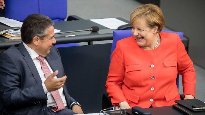 Letzter Schlagabtausch im Bundestag: Merkel belustigt, Wagenknecht streitbar, Özdemir giftig