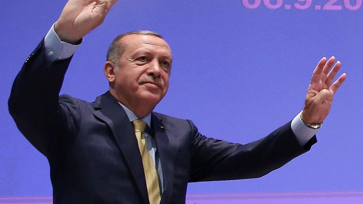 Erdogan will von Merkel Klarheit zur EU
