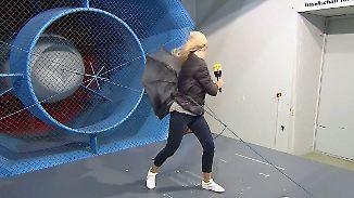 Selbstversuch im Windkanal: So heftig zerrt ein Hurrikan