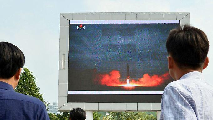 Raktetentest im nordkoreanischen Staatsfernsehen