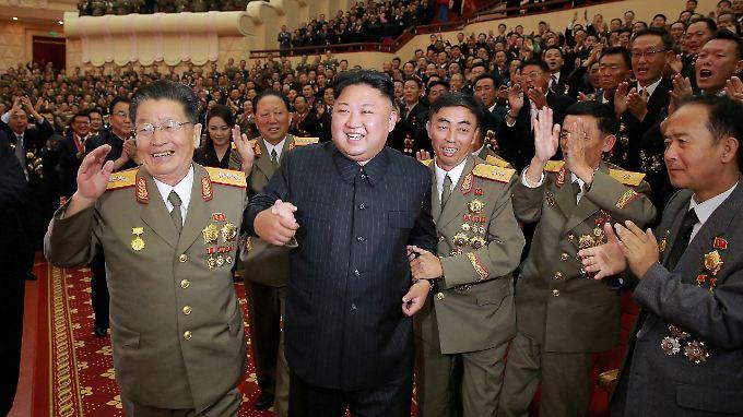 Die Männer in Kims Umfeld sind - wie immer - begeistert vom Diktator.
