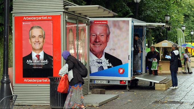 Wahlplakate der Arbeiterpartei (l.) und der rechtspopulistischen Fortschrittspartei im Zentrum von Oslo.