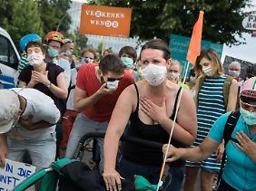Umweltschutzverbände protestieren am Tag des Dieselgipfels, am 2. August, vor dem Bundesministerium für Verkehr in Berlin.