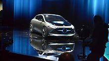 Mit dem EQA zeigt Mercedes auf der IAA, wie man sich eine elektrisierte A-Klasse vorstellt. 2020 soll sie auf den Straßen fahren.