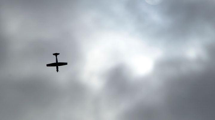 Überflug einer PC-7 der Schweizer Armee.