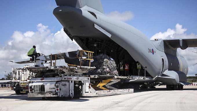 In der Karibik sind 1000 britische Soldaten stationiert, um die Bevölkerung zu schützen und bei Aufräumarbeiten zu helfen.