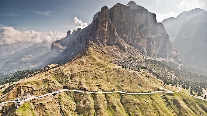 """Wer Berge, Natur und Passstraßen sucht, muss nicht weit fahren: Norditalien ist voll davon. Das aktuelle """"Curves""""-Magazin beweist das."""