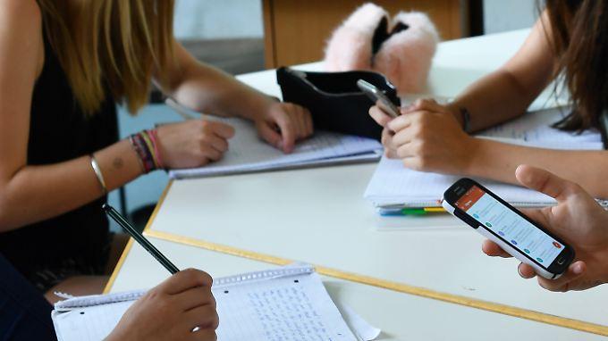 Schnelle Ablenkung dank schnellem Internet: Smartphones stören leicht die Konzentration.
