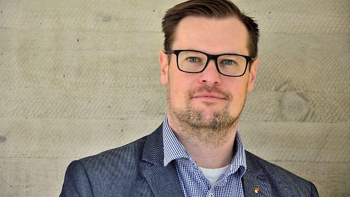 Jörg Schnurre hat sich eine Wahlwerbe-Flyer-Aktion ausgedacht. Doch kaum waren die Zettel verteilt, hagelte es Kritik.