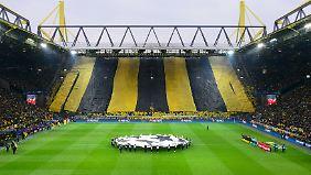 """Die legendäre """"Gelbe Wand"""" im Dortmunder Stadion soll im Montagsspiel gegen Augsburg teilweise leer bleiben - aus Protest."""