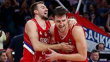 Die serbischen Spieler feierten ihren Halbfinalsieg frenetisch.