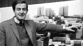 Speer junior im Jahr 1966 bei der Vorstellung einer geplanten Satellitenstadt.