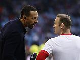 Rio Ferdinand hat als TV-Experte auch heute noch mit seinen ehemaligen Fußball-Kollegen zu tun - etwa mit Wayne Rooney.