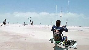 Surftrip durch die Wüste: In Brasilien müssen Kitesurfer an Land ihr Können zeigen