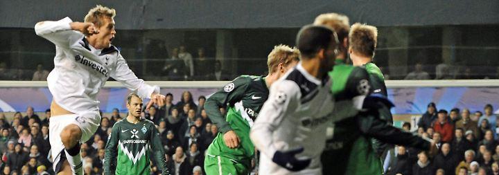 Bremen raus mit etwas Applaus: Schalke rauscht in die K.o.-Runde