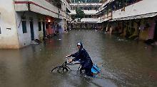 Extremer Monsunregen: Mumbai kämpft mit Wassermassen