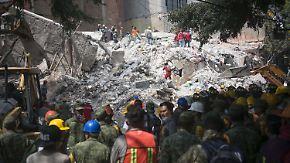 """""""Du hörst da drin die Menschen"""": Mexikaner kämpfen verzweifelt um Verschüttete"""