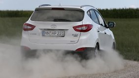 Der Hyundai ix35 ist nicht für das grobe Geläuf, geht aber auch schon mal über den Kiesweg.