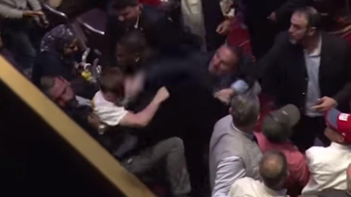 Erdogans Anhänger schlagen wieder zu