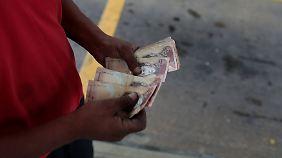Die Straßenhändler diktieren in Venezuela den Wechselkurs.