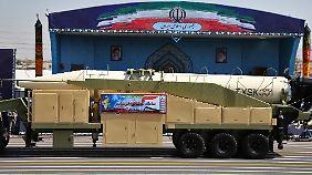 Die Choramschahr-Rakete wurde am Freitag auf einer Militärparade präsentiert.