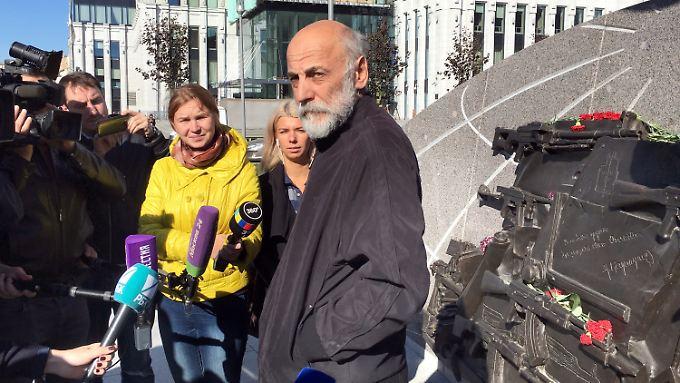 Bildhauer Salawat Schtscherbakow wehrt sich gegen den Vorwurf, mit Absicht ein Sturmgewehr vom Typ StG 44 in das Denkmal eingebaut zu haben.