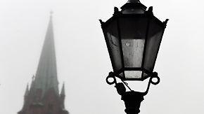 Wolken, Regen, Nebel: Trübe Nacht neigt sich über Wahlsonntag