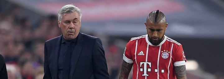 """Auch Coach Carlo Ancelotti redete nichts schön: """"Unsere Team-Performance war nicht gut."""" Immerhin: Ein Bierverbot für den Wiesn-Ausflug sprach der Italiener dennoch nicht aus:  """"Die Spieler können trinken, was sie wollen. Ich bin nicht ihr Papa oder Bruder. Ich bin nur der Trainer."""""""