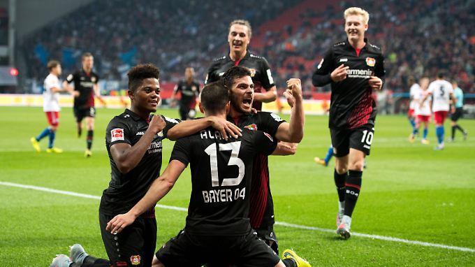 Lucas Alario und Kevin Volland erlegten den HSV im Alleingang mit ihren drei Bayer-Treffern.
