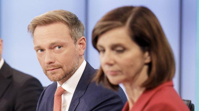 Keine Begeisterung, aber womöglich auch keine andere Wahl - FDP-Spitzenkandidat Lindner und Grünen-Spitzenkandidatin Göring-Eckardt müssen jetzt viel miteinander sprechen.