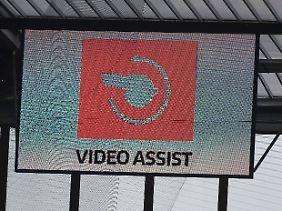 Mehr sehen Stadionbesucher vom Video-Assistenten nicht.