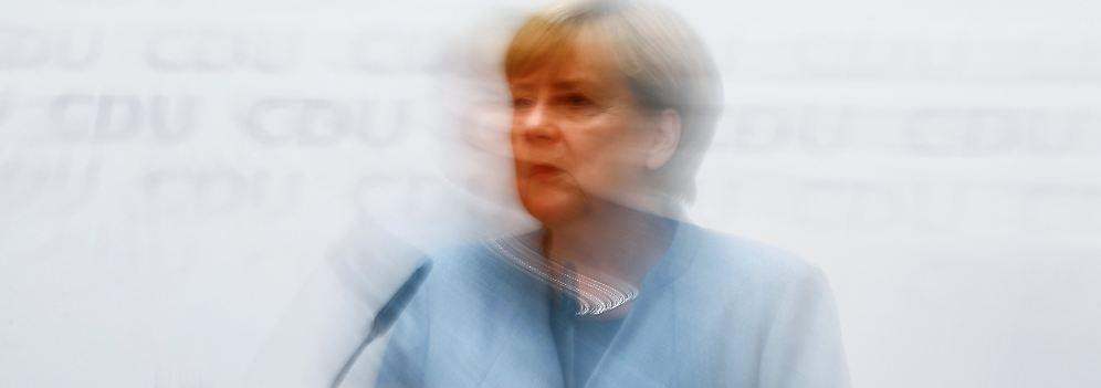 War da was?: Seehofer flattert, Merkel macht einfach weiter