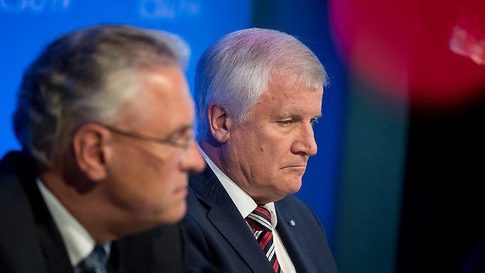 Nach Wahldesaster: CSU sägt an Seehofers Stuhl