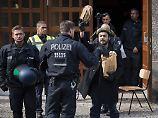 Besetzung durch Kunstaktivisten: Polizei räumt Berliner Volksbühne