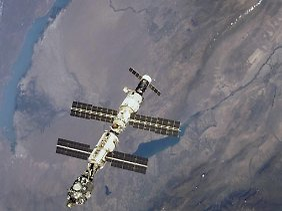 Es wurden nur Binnengewässer mit mindestens 500 Quadratkilometern untersucht. (im Bild: die ISS über dem Baikalsee in Sibirien)