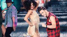 """Dance Dance Dance"": Nach den Pray-Moves erstmal'n Bier"