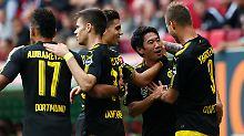 Shinji Kagawa (2.v.r.) ist seit heute der treffsicherste Japaner in der Bundesliga.