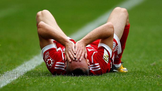 Franck Ribéry trat im Vollsprint auf den Ball und verletzte sich dabei womöglich schwer.