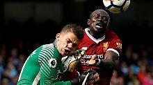 Das tat weh: Ederson trifft am 9. Septermber im Spiel gegen den Fc Liverpool auf Sadio Mané.