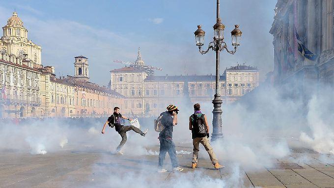 Jugendproteste 2014 in Turin aus Anlass des damaligen Job-Gipfels. 2013 hatten die EU-Staaten beschlossen, jedem arbeitslosen Jugendlichen eine Beschäftigung anzubieten. Bis heute ist wenig passiert.