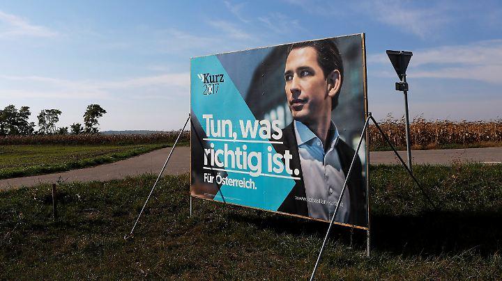 ÖVP-Wahlplakat zur Nationalratswahl am 15. Oktober nahe Zistersdorf in Niederösterreich.