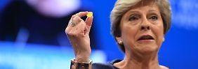 Alles, was schiefgehen kann …: May hält Pannen-Rede vor Tories