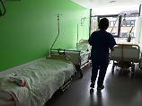 Die Zahl der Pflegekräfte verringert sich seit Jahrzehnten.