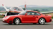 Im September 1983 feiert der Porsche 959 als Gruppe B-Prototyp Weltpremiere auf der Frankfurter IAA. Die zur Gruppe-B-Homologation notwendigen 200 Kunden-Bestellungen für Straßenversionen des 959 sind für Porsche kein Problem. Im Gegenteil, die Nachfrage ist größer als die geplante Auflage.
