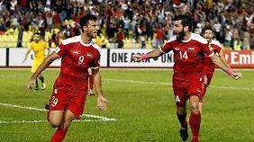 Omar al-Soma freut sich über seinen Treffer zum späten Ausgleich.