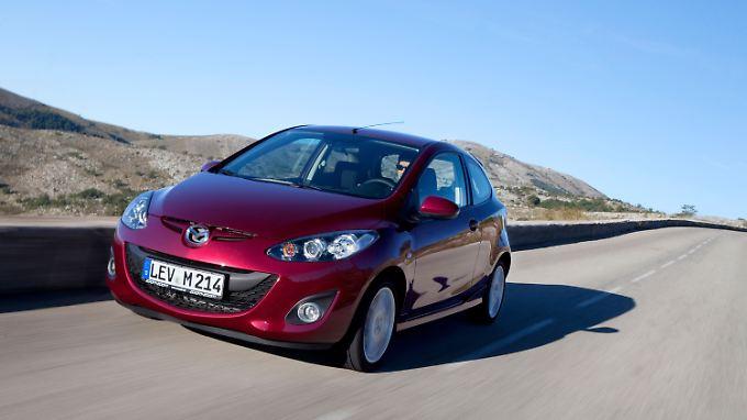 Optisch tut der Mazda 2 keinem weh, geht eher als gefällig durch.
