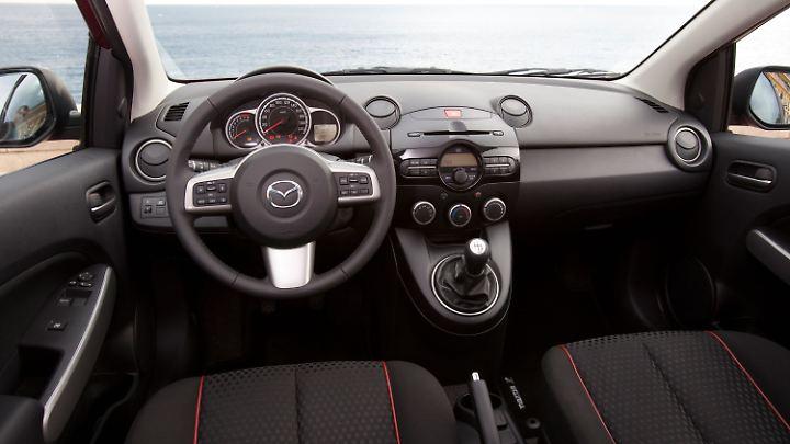 Viel harte Plastik dominiert den Innenraum des Mazda 2 von 2007 bis 2014.
