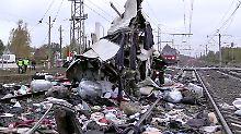 Mindestens 16 Tote in Russland: Zug rammt auf Gleis stehenden Bus