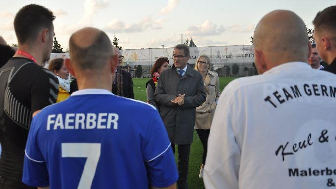 Großkonsul Dr. Georg Birgelen besucht die deutsche Amputierten-Nationalmannschaft in Istanbul.